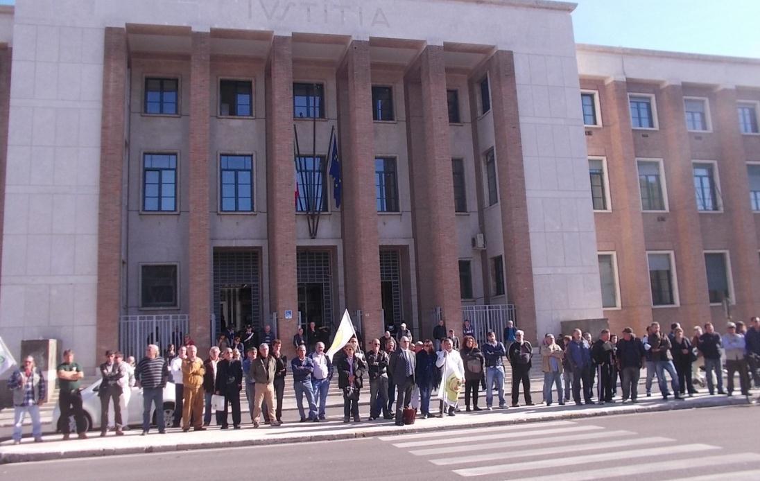 aste-illegali-manifestazione-tribunale-latina-002
