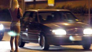 prostituta-strada-auto