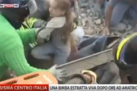 VIDEO Bambina estratta viva dalle macerie dopo il terremoto