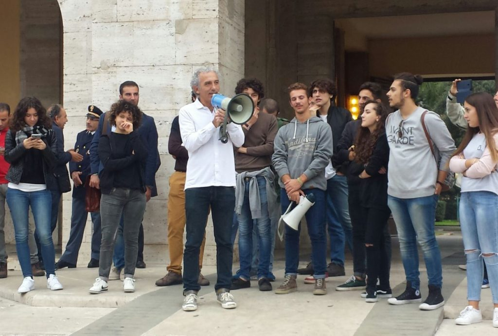 sindaco-coletta-studenti-piazza-popolo-2016