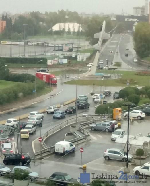pioggia-rotonda-aviatore-camion-bloccato-2016
