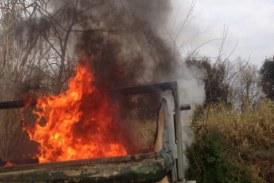 FOTO Cassonetto in fiamme nel quartiere Q5 a Latina