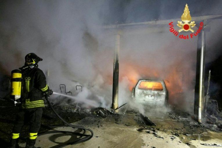 veranda-auto-distrutta-incendio