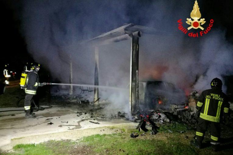 veranda-auto-distrutta-incendio2