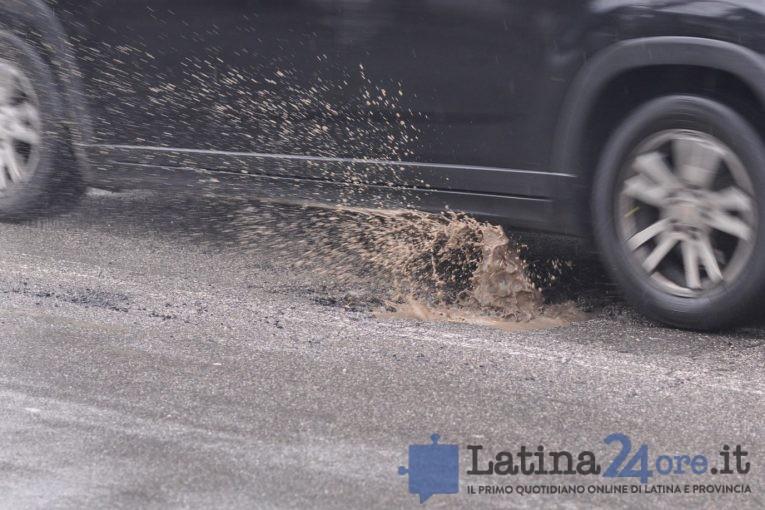 buca-gomma-ruota-latina24ore-3