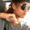 Rihanna presume sus tatuajes en mini bikini amarillo
