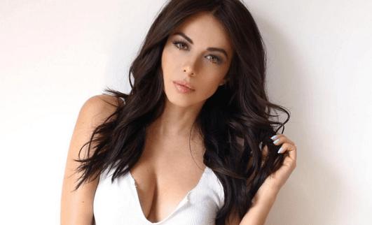 ... Sánchez posa semidesnuda en revista 'H para Hombres' | Laura G