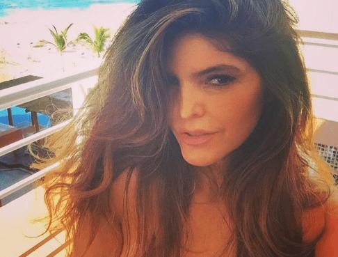 A sus 45 años, Ana Bárbara presume cuerpazo en mini bikini