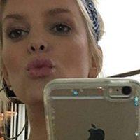 Jessica Simpson comparte foto en bikini con escote de infarto