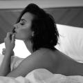 """Demi Lovato eleva la temperatura al posar desnuda para el lanzamiento de su nueva canción """"Body Say"""""""