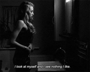 Selbstzweifel bis hin zum Selbsthass sind typische Anzeichen einer Depression.