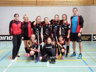 Die U-15 Mädchen Mannschaft der Floorball Hawks.