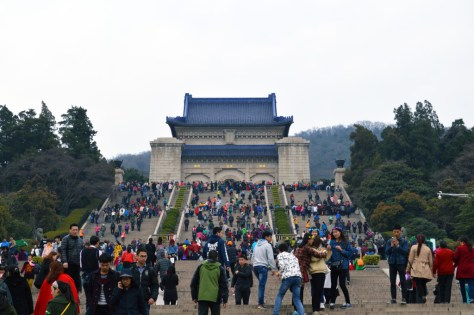 LA VIE SANS PEUR Life Without Fear travel and lifestyle blog. Anxious girl, fearless life. | Dr. Sun Yat-Sen Mausoleum Nanjing, China tourism visit tips how to history significance culture dragon gate tomb coffin burial getting there