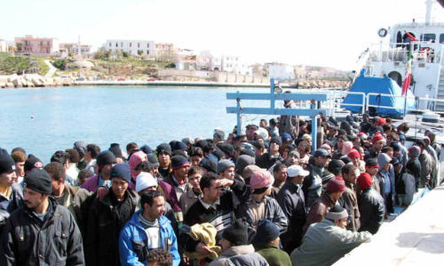 Sbarchi in Sicilia: le storie dei migranti non fanno più storia