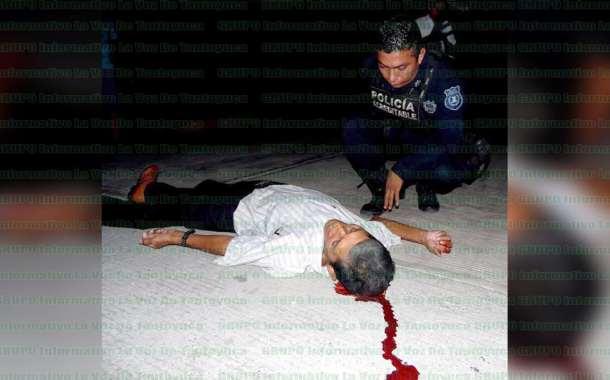 Comerciante cae al pavimento y resulta gravemente herido