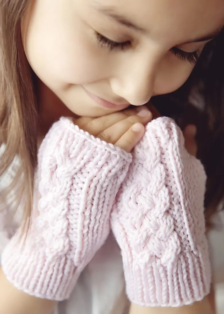 Fingerless Gloves Knitting Pattern For Toddlers : Leelee Knits   Blog Archive Free Cable Knit Pixie Hat ...