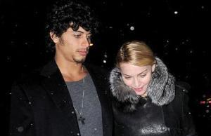 Madonna – Jesus Luz – Madonna dément les fiançailles
