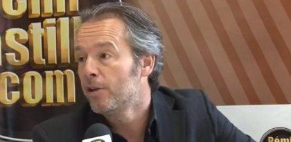 Jean-Michel Maire entourée de demoiselles piquantes à son anniversaire