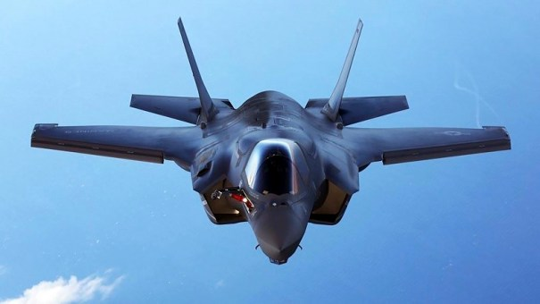 A U.S.Marine Corps F-35B joint strike fighter jet conducts aerial maneuvers during aerial refueling training over the Atlantic Ocean in this undated picture released August 20, 2015.  The Marine Corps' F-35B model can take off from warships and aircraft carriers and land like a helicopter.   REUTERS/US Marine Corps/Handout   THIS IMAGE HAS BEEN SUPPLIED BY A THIRD PARTY. IT IS DISTRIBUTED, EXACTLY AS RECEIVED BY REUTERS, AS A SERVICE TO CLIENTS. FOR EDITORIAL USE ONLY. NOT FOR SALE FOR MARKETING OR ADVERTISING CAMPAIGNS - RTX1OZGB