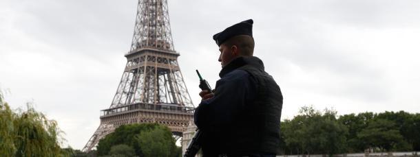 agent_patrouille_loi_antiterroriste