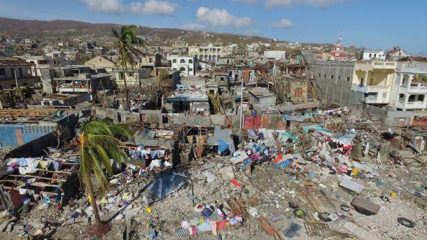 vue-aerienne-des-ravages-occasionnes-par-l-ouragan-matthew-dans-le-village-de-casanette-pres-de-baumond-en-haiti-le-8-octobre-2016_5722637