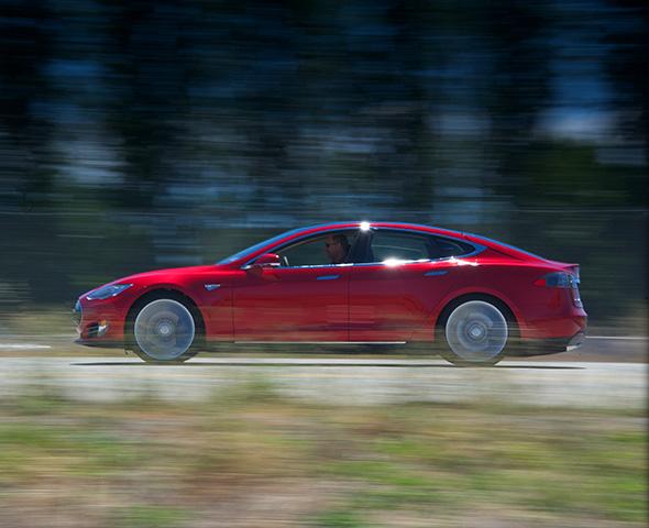 Bientôt les voitures électriques Tesla avec 800 km d'autonomie
