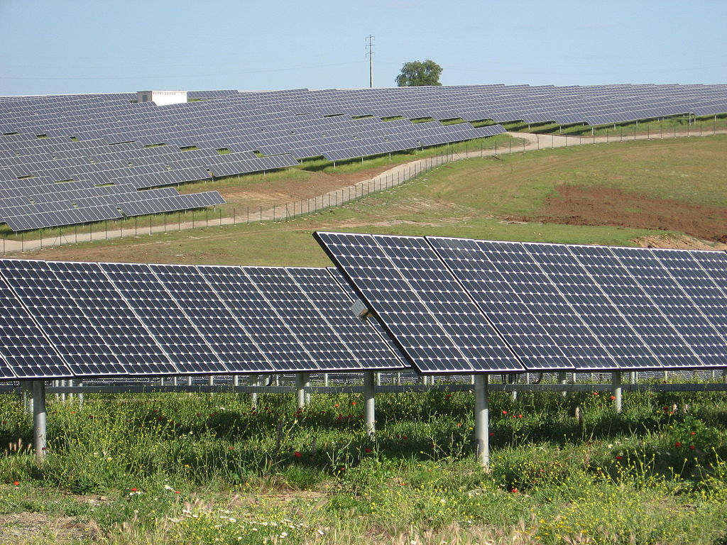 Le gouvernement attribue 300 MW supplémentaires dans un appel d'offres pour l'énergie solaire