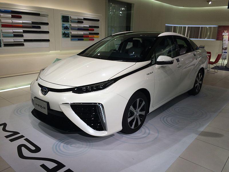 Toyota : vers la fin des voitures tout carburant fossile d'ici 2050 ?