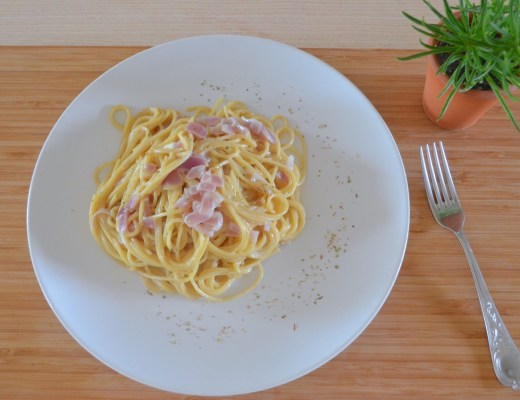 pasta con salsa cremosa vegana