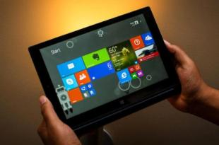 tablet windows 10 in hand