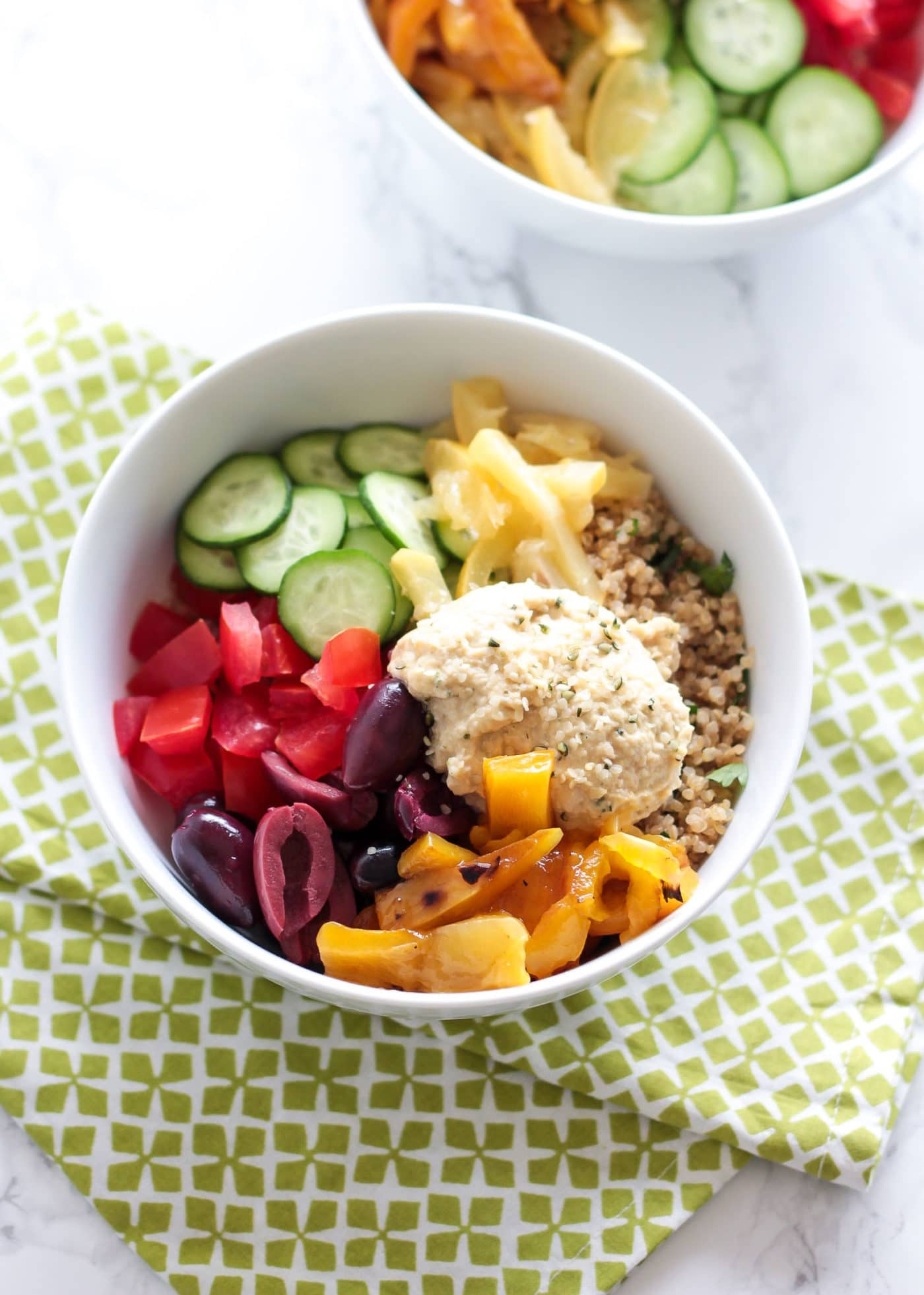 These Mediterranean Quinoa Bowls are chock-full of vegetables and ...