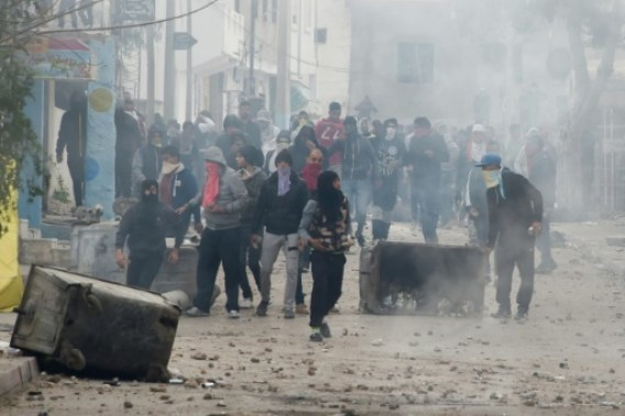 Heurts entre manifestants et la police dans la ville de Tebourba, le 9 janvier 2018 © Fethi Belaid AFP