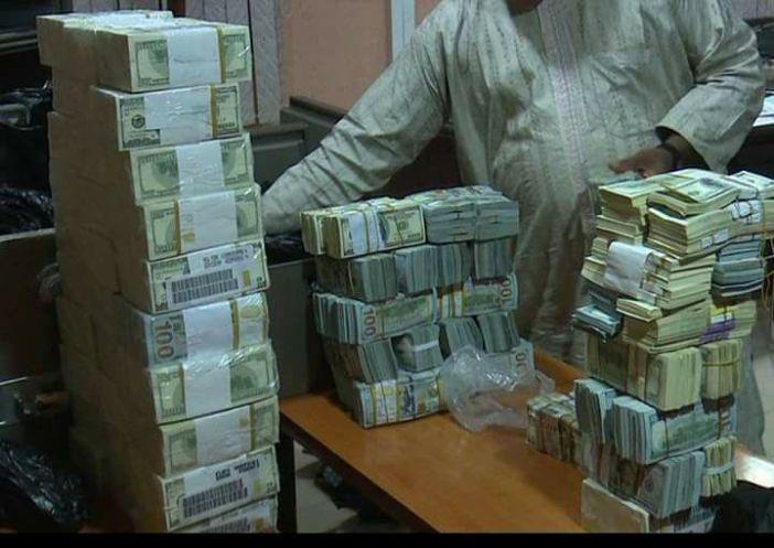 Nigeria: saisie d'environ 9 millions $ en liquide chez l'ancien directeur de la compagnie pétrolière