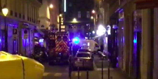 Paris: un homme attaque des passants au couteau (VIDEO)