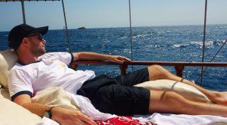 gamin-sur-un-bateau