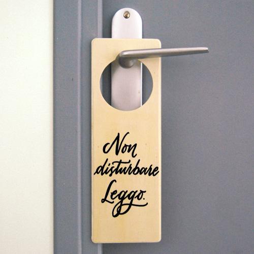 Targhetta per porta per chi ama leggere: Non disturbare. Leggo. | Letters Love Life