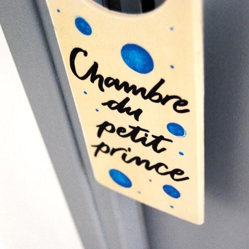Idée cadeau bébé ou cadeau de naissance poétique: Plaque de porte en bois décorée à la main
