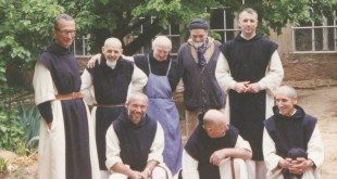 Haut = Christian, Amédée, Jean-Pierre, Luc, Philippe. Bas = Christophe, Paul, Michel © Abbaye Aiguebelle