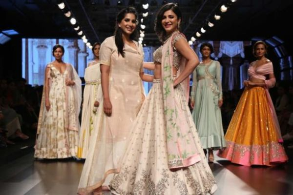 Actress Shruti Hassan walked the ramp for Anushree Reddy