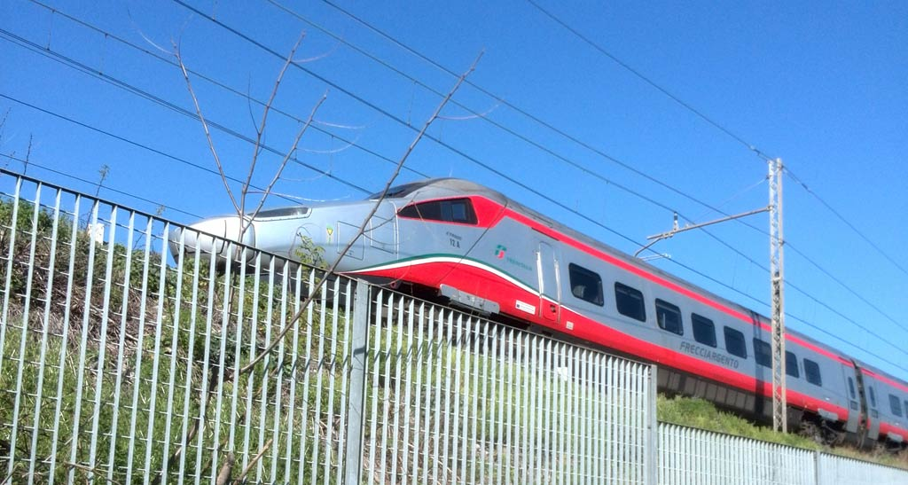 Domenica sciopero dei treni, possibili disagi