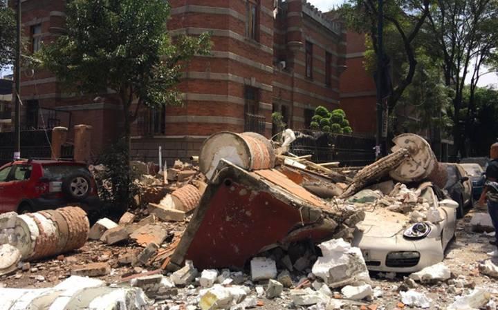 Fortissimo terremoto in Messico, crolli e vittime: migliaia di persone in strada