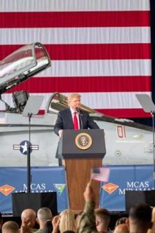 trump-donald-flag-us