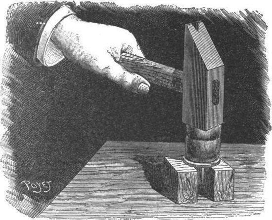 Cómo perforar una moneda con una aguja