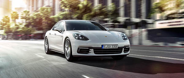 Hybrid version of the Panamera and the 911 racing car to debut in Paris