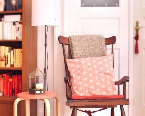 Leseecke mit Schaukelstuhl und Brakig-Hocker vom Möbelschweden