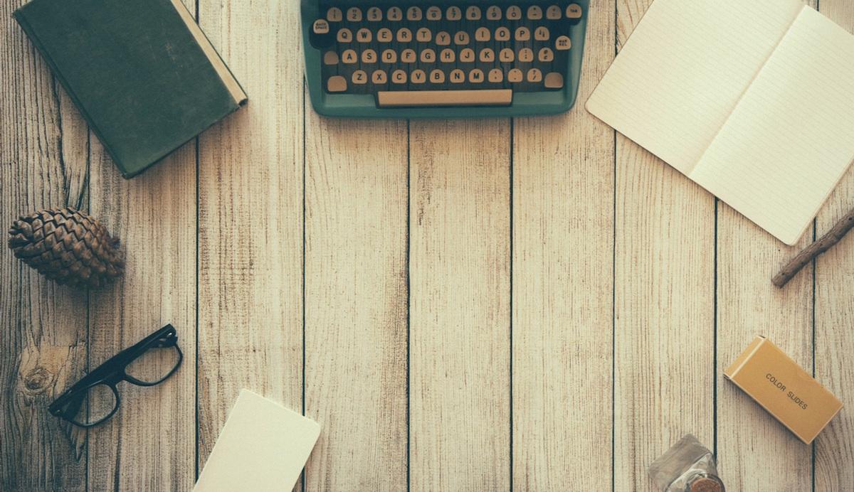 Für nebenberufliche Blogpreneuere ist die monatliche Buchhaltung gar nicht so einfach zu bewältigen – was auch daran liegt, dass es wenig Spaß macht, mit statischen Excel-Tabellen zu hantieren. Mehr Spaß macht es, wenn intelligente Software Arbeit abnimmt und man so Zeit hat, sich auf die schönen DInge des Bloggerlebens zu konzentrieren – das Schreiben zum Beispiel.