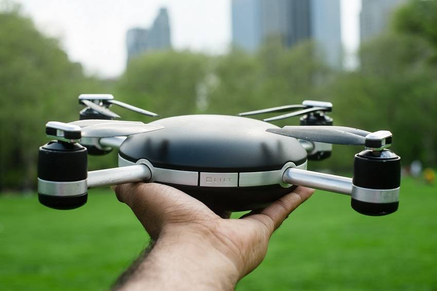 Revolutionary Throw-and-Shoot Camera Drone Will Capture You While Flying Behind You