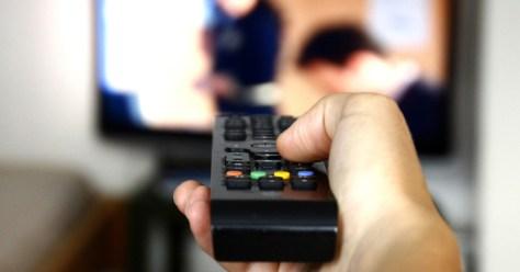people-watching-tv-televisión