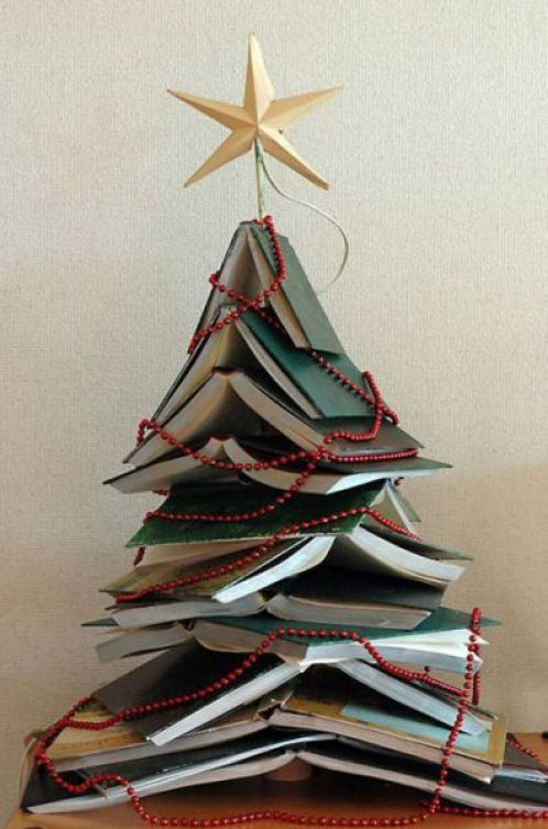 books-christmas-tree