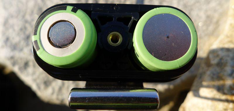 Fenix HP30 - battery pack, polarity markings